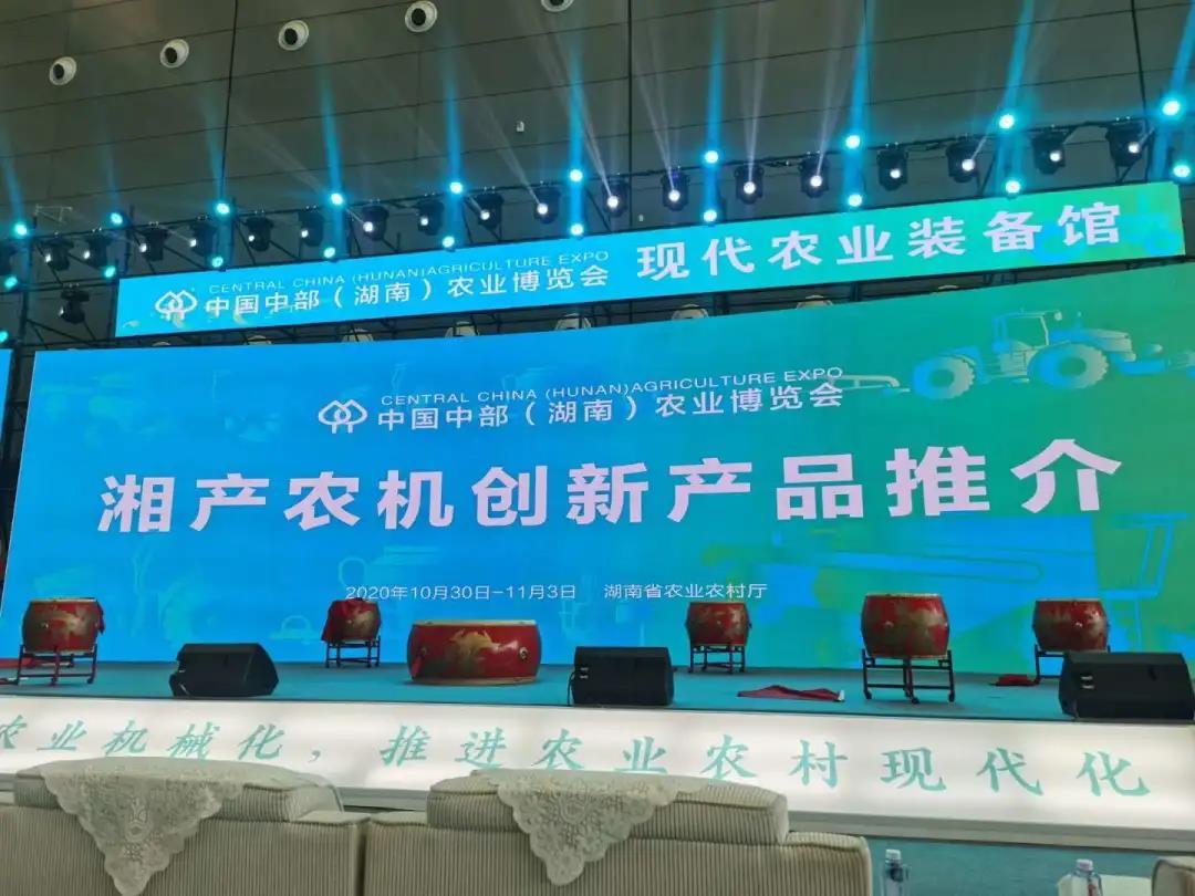 中标环境携智能吸粪车亮相第22届中部农博会