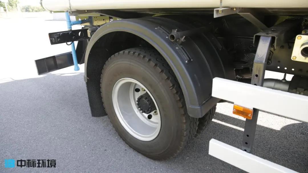 轮胎胎压过高过低都会有风险,不信?进来看!